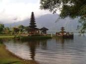 Ulundanu Beratan temple